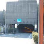 トンネル 事故 夜昼