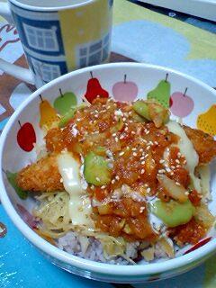 サーモンフライのトマトソース丼