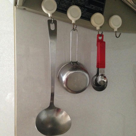 磁石つきフック マグネットフック キッチン 台所 コンロ おたま フライ返し 計量スプーン 保管方法