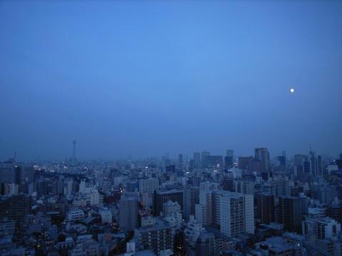 昇りくる月