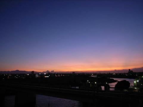 日が沈みて