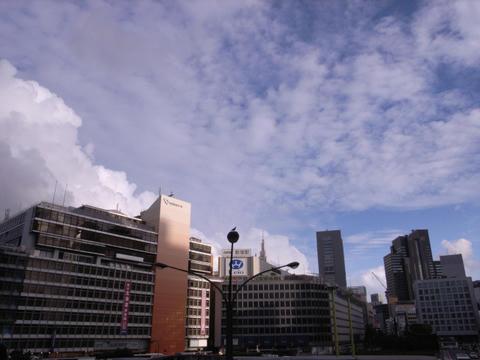 新宿上空で行きあって