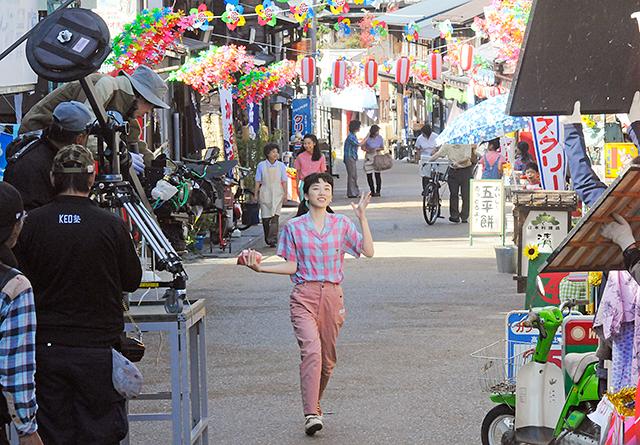 朝ドラ「半分、青い。」 岩村でロケ公開 - 岐阜新聞 Web
