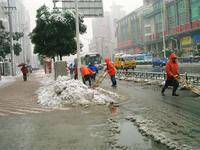 路上の雪かきの様子