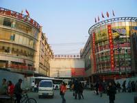 七浦路の服卸市場