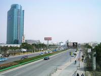 新国際博覧センターへ向かう道路