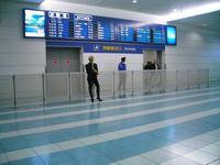 福岡空港国際線到着出口の様子