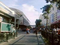 駅横にはショッピングセンターも