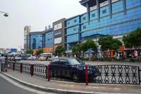 七宝駅周辺に建ち並ぶショッピングセンター