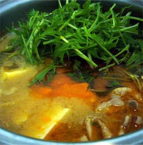 まつや ピリ辛とり野菜みそで作った豆腐チゲ鍋