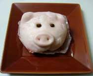 ブタ顔のピンクの豚まん