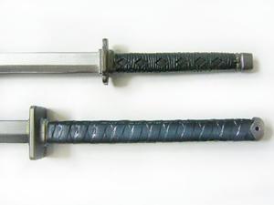 ACとKHのセフィロスプレイアーツの正宗、柄と鍔の比較