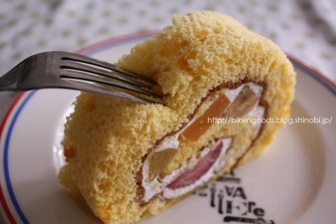 ロールケーキ くるくるフルーツMIX