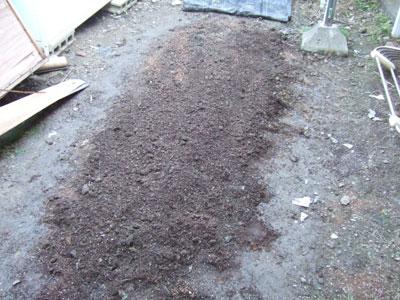 耕し、石抜き、腐葉土投入。その程度。