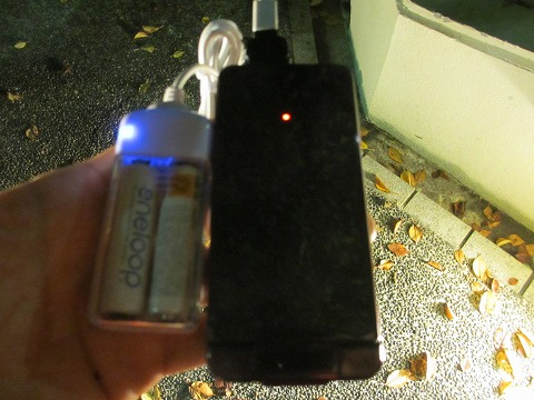 エネループの携帯電話充電器は白くてかっこいい