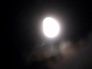 膨らんだ満月