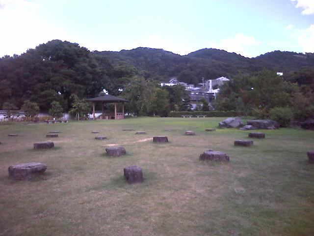 池田城跡公園から五月山を望む