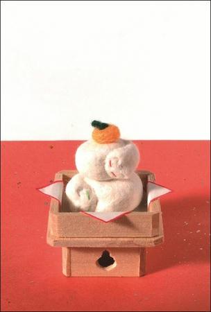 猫毛フェルトのポストカード「鏡もち猫」です