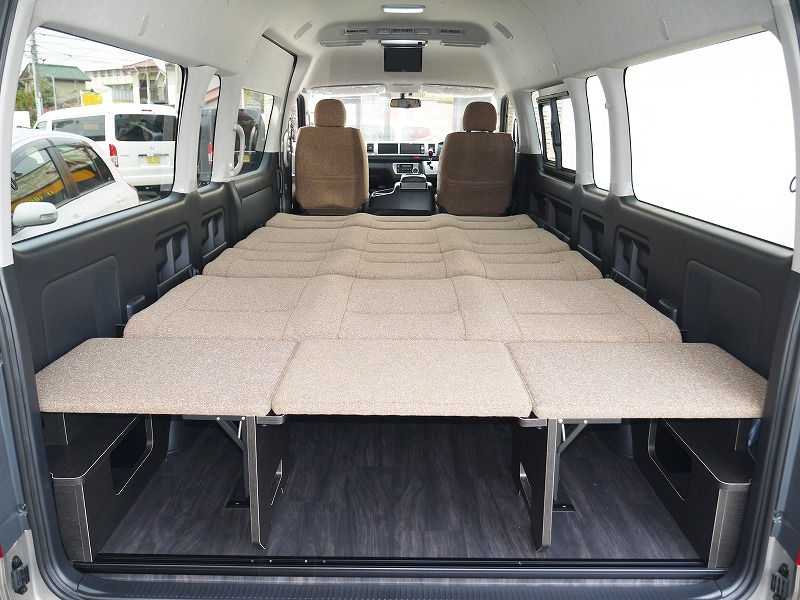 ハイエース 車中泊最適 フルフラットベッド