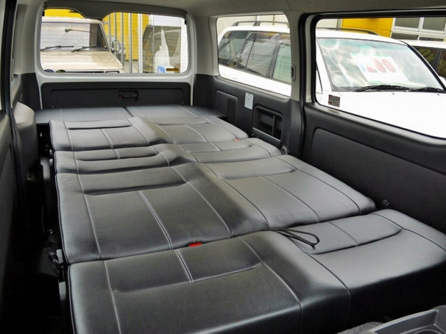 ハイエース車中泊 ベッド フラットスペース