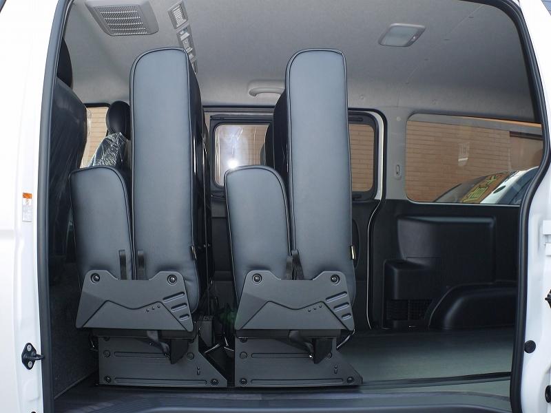ハイエース内装 バタフライ式 シートカスタム