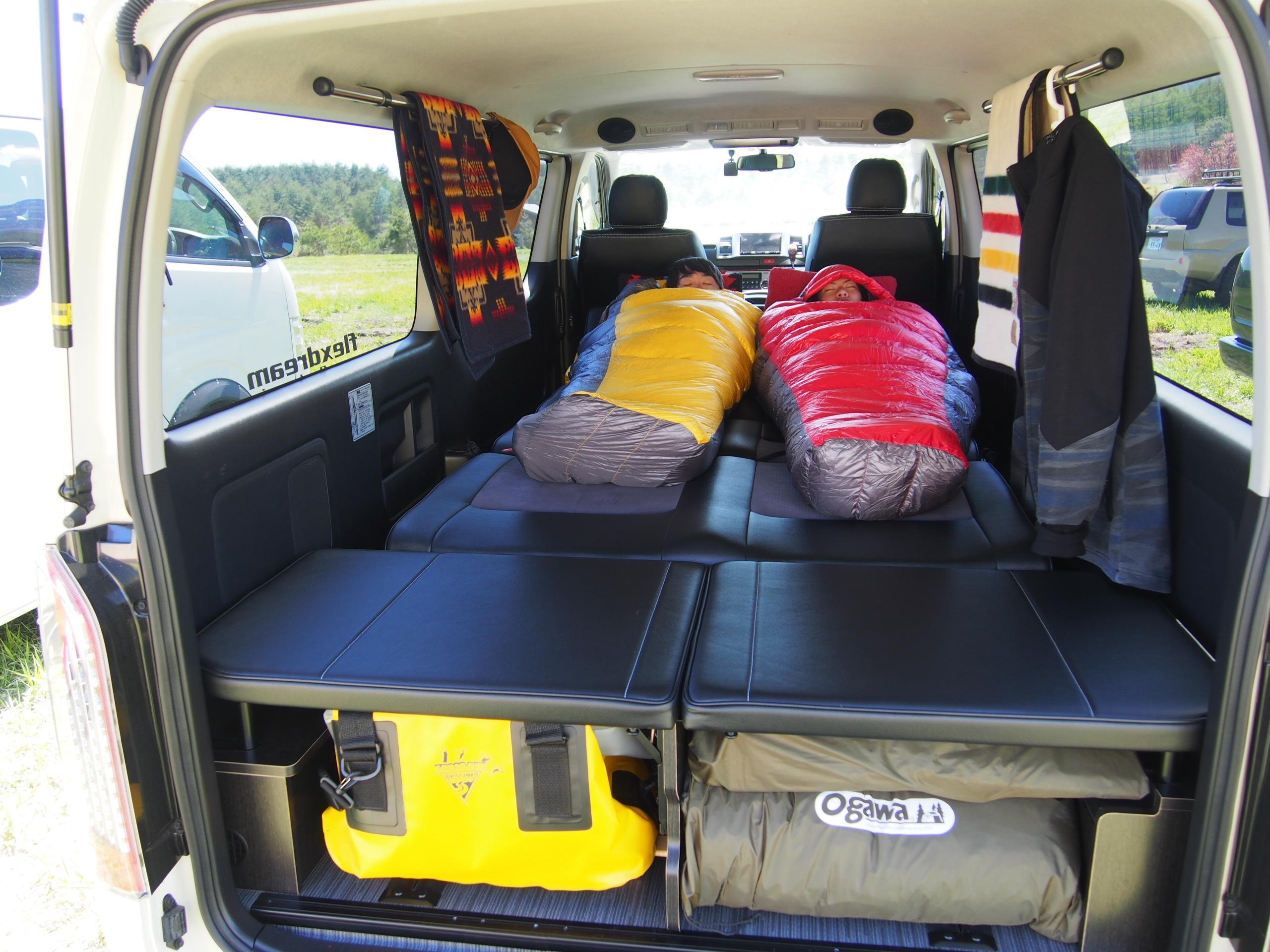 ハイエース 車中泊 ベッド フルフラット