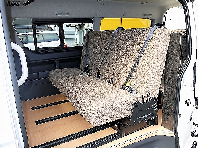 ハイエースで車中泊 2段ベッド 回転シート