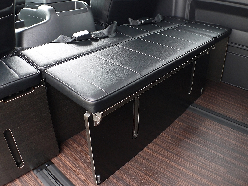ハイエース 内装カスタム 横乗りシート規制対応 内装アレンジ