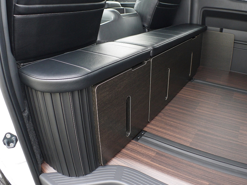 ハイエースワゴン 内装カスタム 後ろ向きシート 規制対応