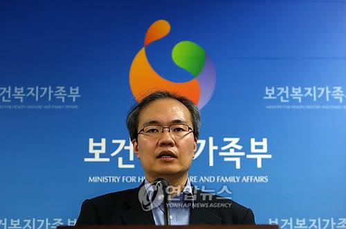 5人目の死亡を明らかにする中央インフルエンザ対策本部=12日、ソウル(聯合ニュース)