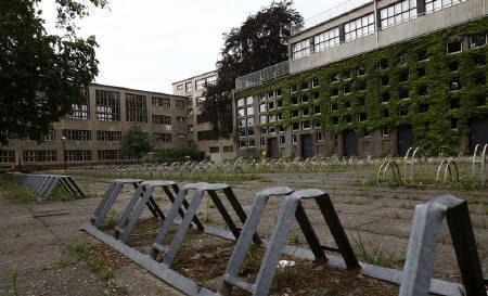 9月11日、WHOは新型インフルエンザ(H1N1型)の感染拡大の初期段階で学校閉鎖に踏み切ることが有効との見方を示した。写真は7月、新型インフルエンザによって一時的に閉鎖となったドイツの学校で(2009年 ロイター/Fabrizio Bensch)