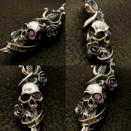 紫色の宝石(アメジスト)でカスタムされたペンダント。