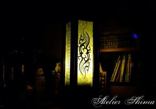 Tribal Design があしらわれたランプシェード。素敵です。