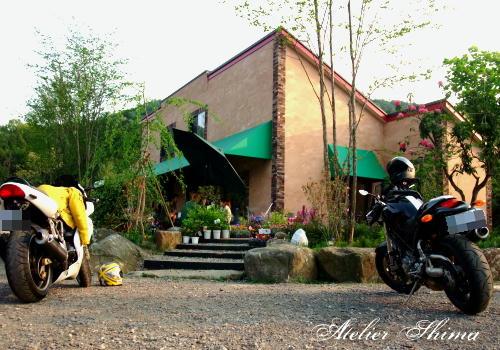 筑波山の麓にあるツクバ ハーベストガーデン。駐車場には、SS900とS2R1000が!DUCATIの集うカフェ?