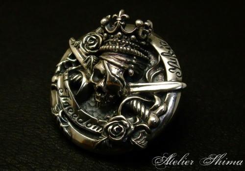 王冠を被ったパイレーツスカルは、まさに海賊王といった風格!