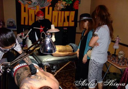 タトゥーイベントといってもアットホームな雰囲気ですので、女性のお客様も沢山お見えになられました。
