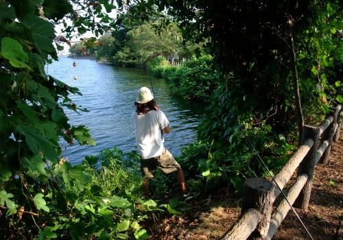 アトリエの傍にある砂沼はブラックバス釣りの名所でもあるんです。