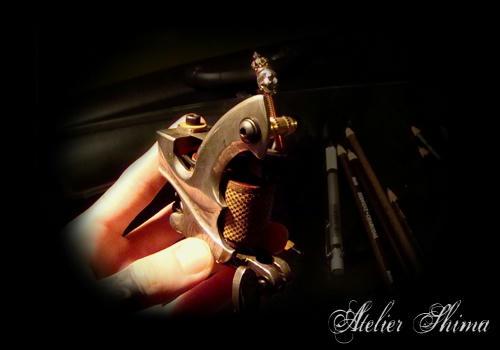 王冠を被ったスカルがCoolなオリジナルコンタクトスクリュー