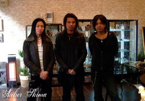 左から代表の小林さん、私と、マネージャーの黒田さん。