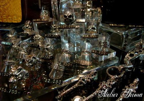 Bill Wall Leather(ビルウォールレザー)やCrazy Pig(クレイジーピッグ)の正規代理店でもあり、シルバーアクセサリー愛好家にも人気の高いお店です。