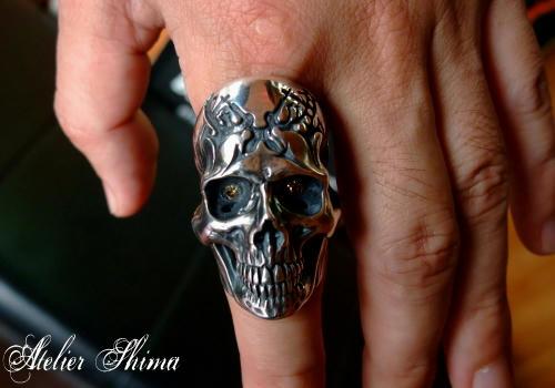 スカルの両目には、ダイヤモンドをセッテング致しました。