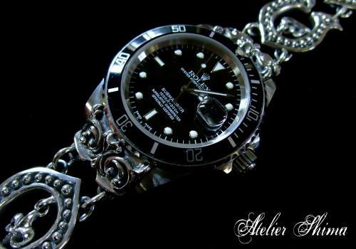 時計に連結するパーツもアンティーク調の彫刻を施しました。