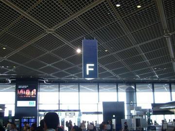 成田空港Fカウンター