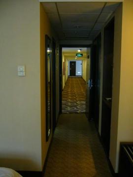 ドアを開ければ廊下