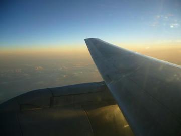 CA421便の窓の外