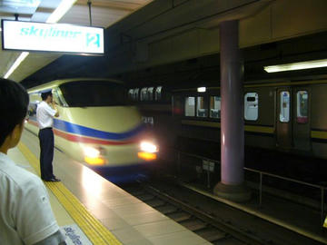 成田空港駅からスカイライナー