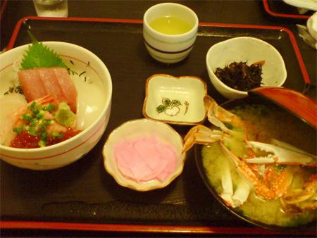 海鮮丼(カニ汁付き)