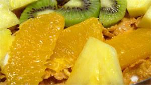 フルーツを盛りつけて