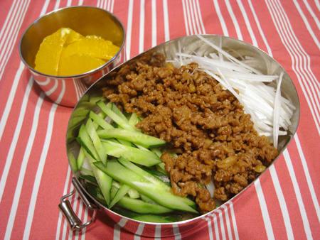 ジャージャー麺風うどん弁当