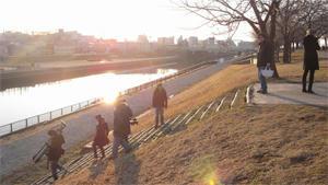河川敷で撮影